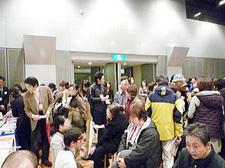 会場は約2200人の参加者でにぎわっていた。