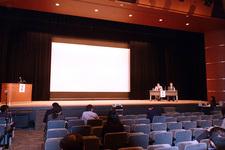 学会が行われた会場。シンポジウムでは会場からも質問や意見が寄せられ意見交換が行われた。